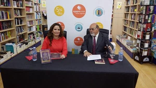 La escritora Ibiza Melián presentando uno de sus libros