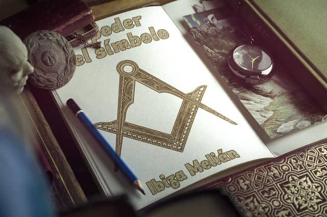 Booktrailer del libro de la escritora Ibiza Melián, El poder del símbolo